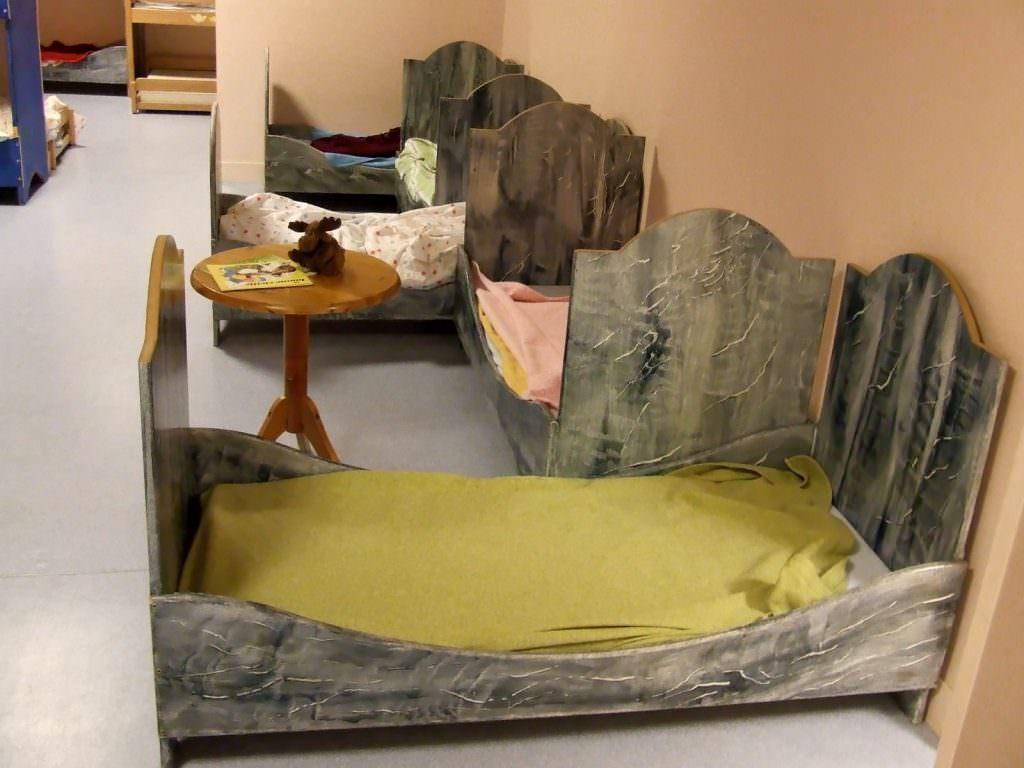 La sieste s'effectue dans une salle à part qui lui est dédiée, avec de vrais lits.
