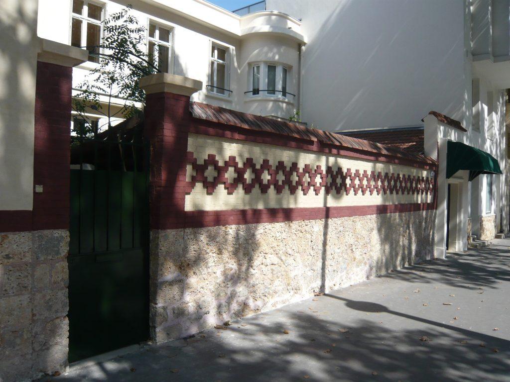 L'école vue de la rue.